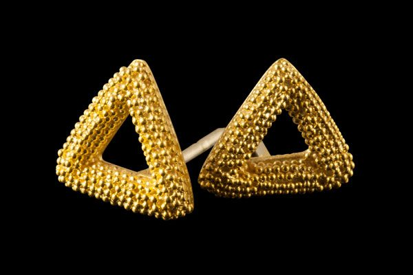 TRIANGLE 1: gold plated silver stud earrings