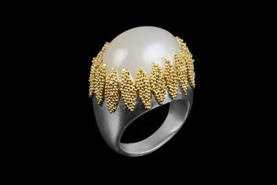 Moon crown: Gold plated silver ring with moonstone
