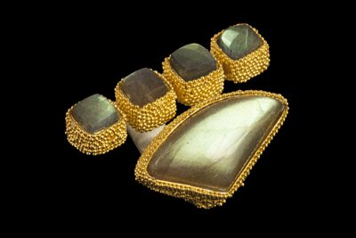 Golden Space Dots 2: Gold plated silver ring with labradorite
